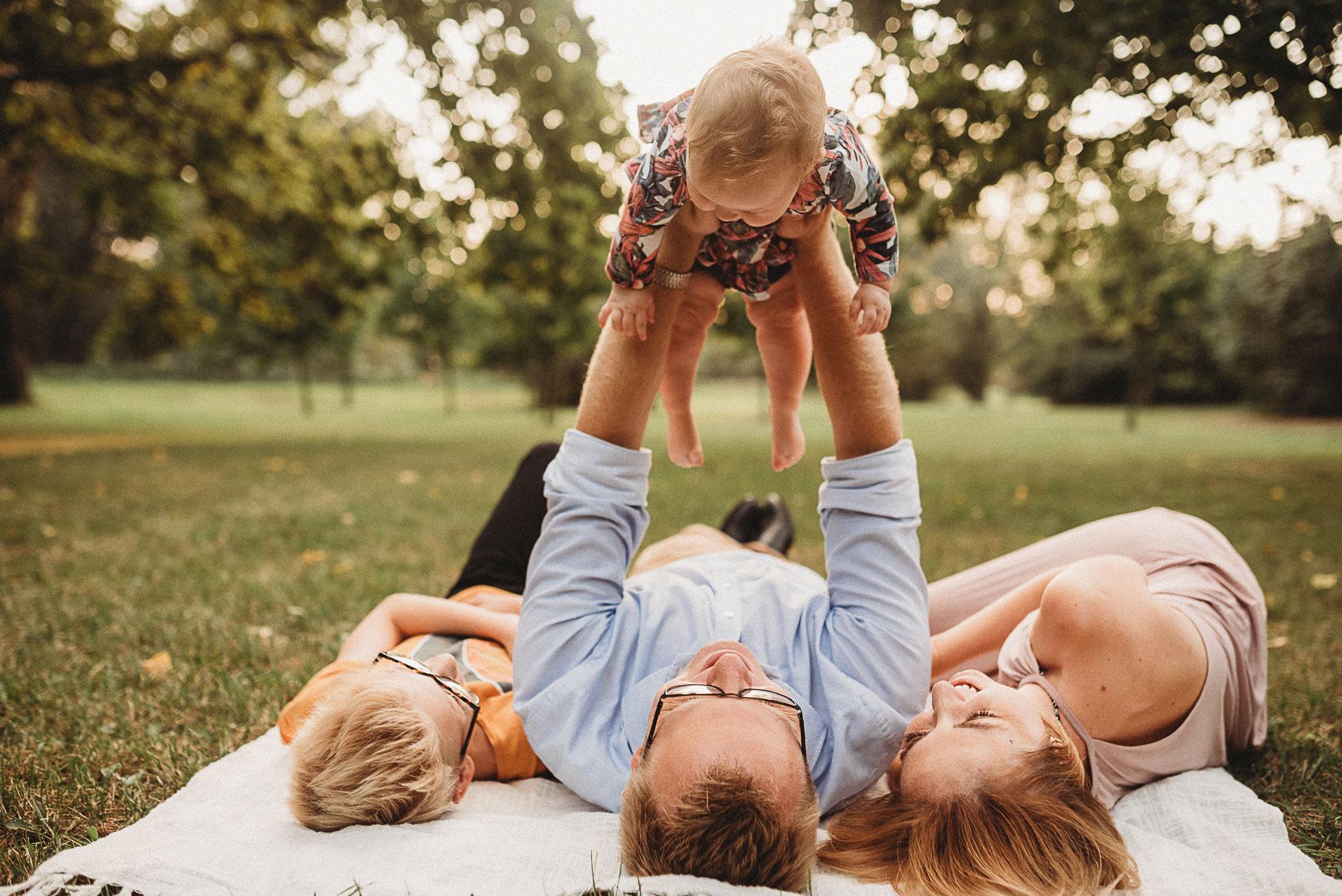 sesja fotograficzna z małymi dziećmi